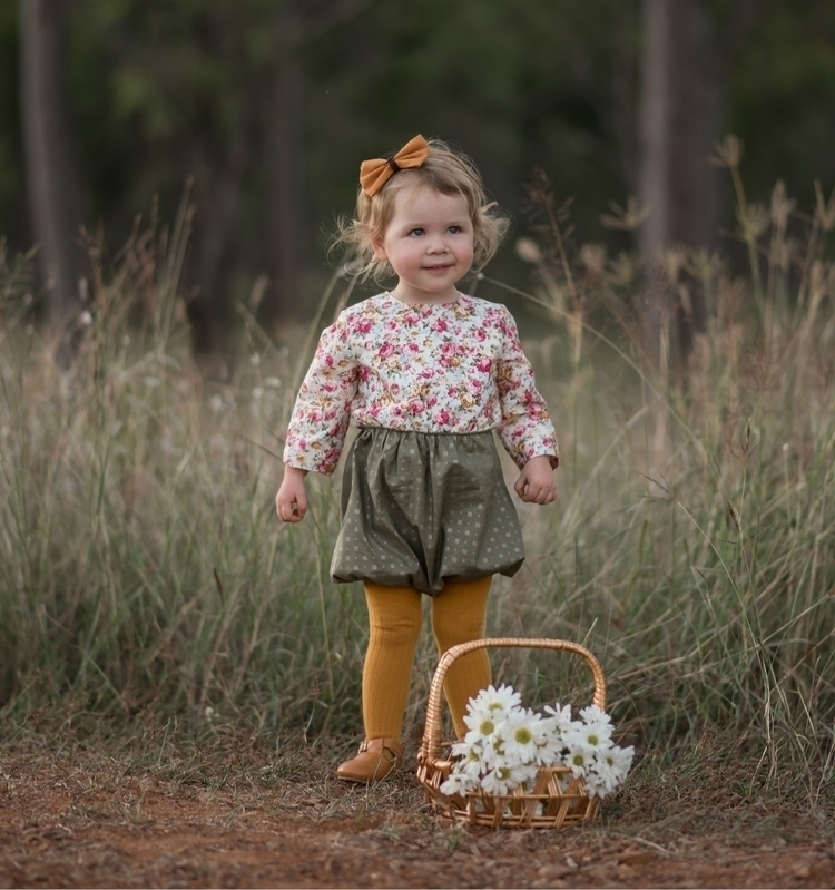 flower picking! Sweet Elizabeth - poppyharper_thelabel | ello
