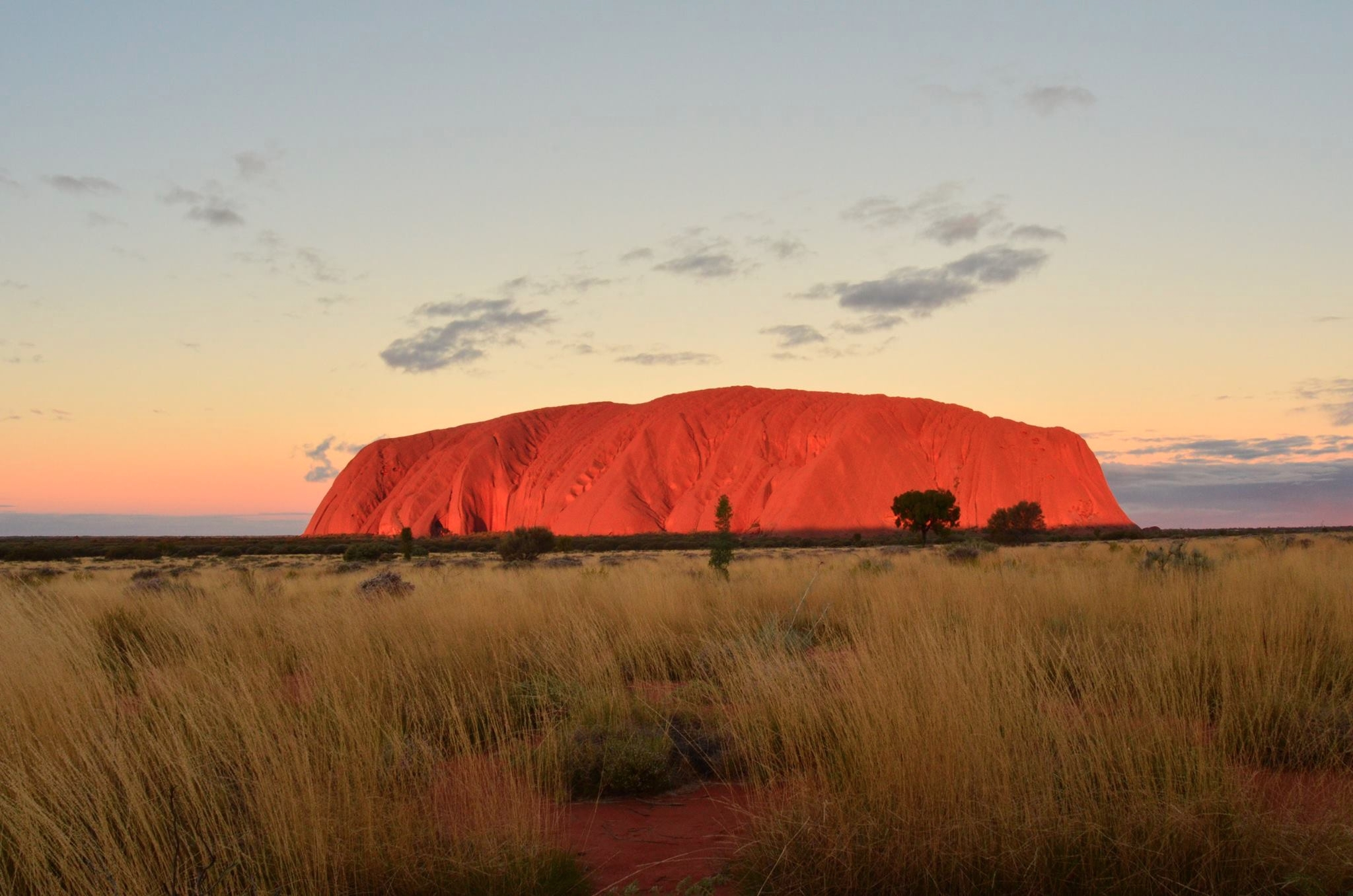 Sunset Uluru. rock changed colo - locart | ello
