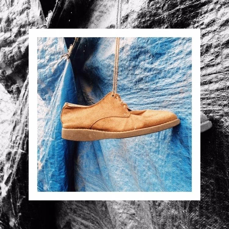 shoe. | Une chaussure. Sebuah s - aggnarut | ello
