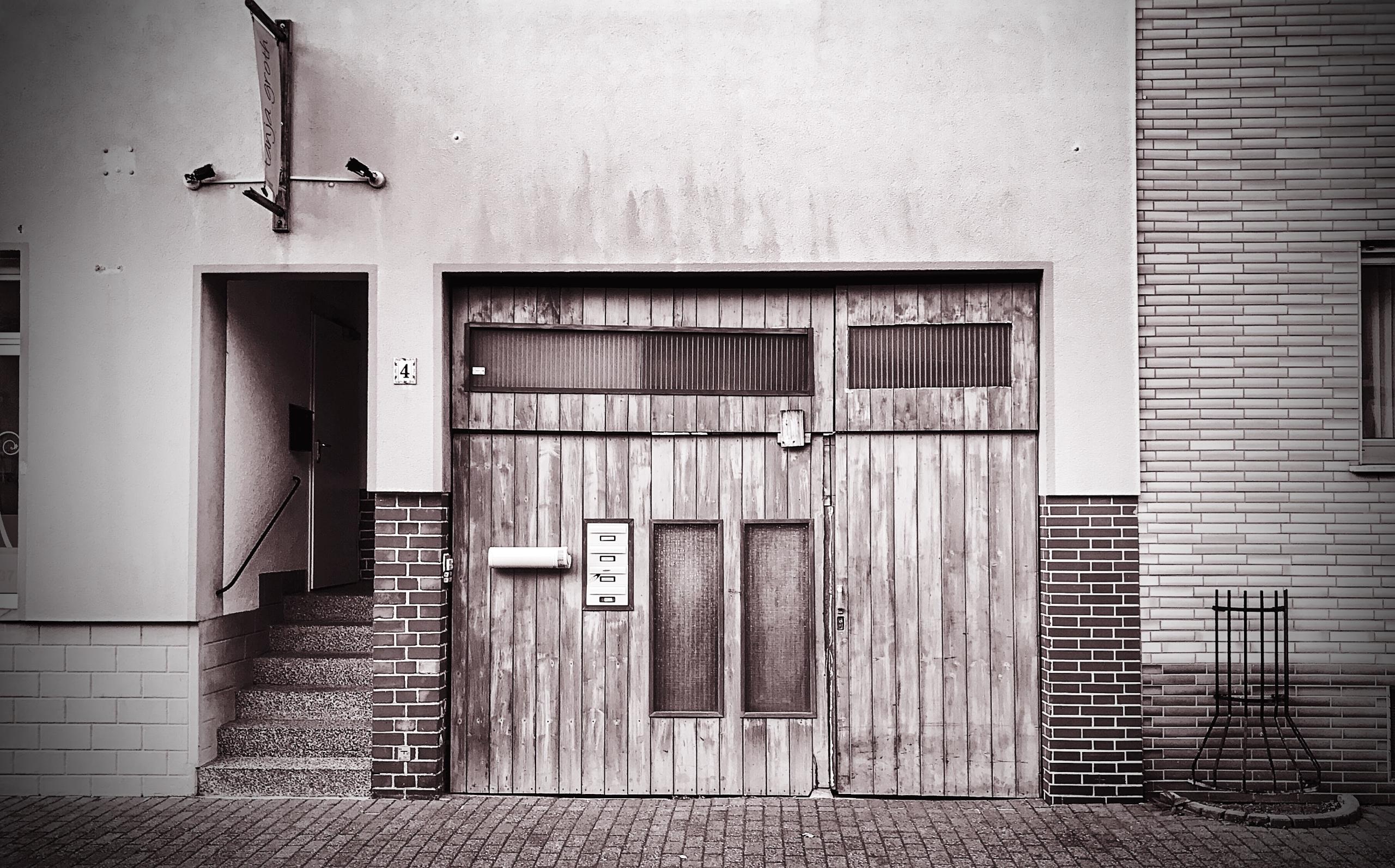 Wooden door - monochrome, monochromephotography - borisholtz   ello