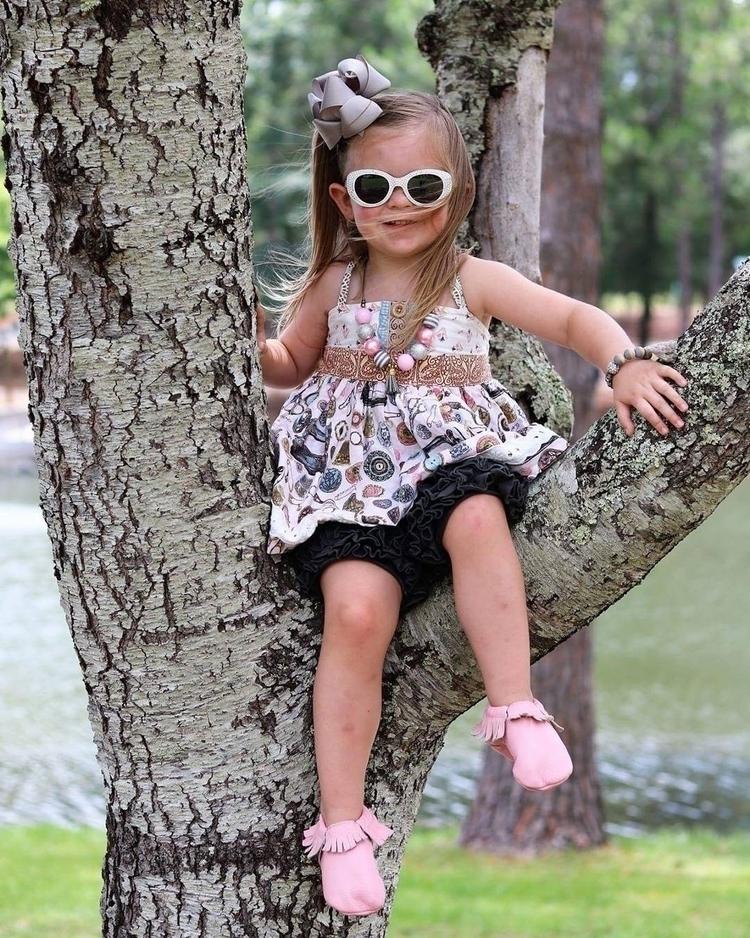 Sitting tree - emmasminibowtiqe - tammyhillcutchins | ello