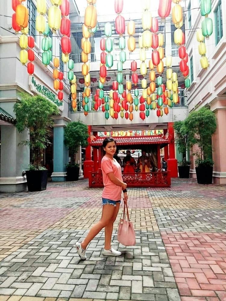 Lucky China Town - Manila, Walking - rheaiyah | ello