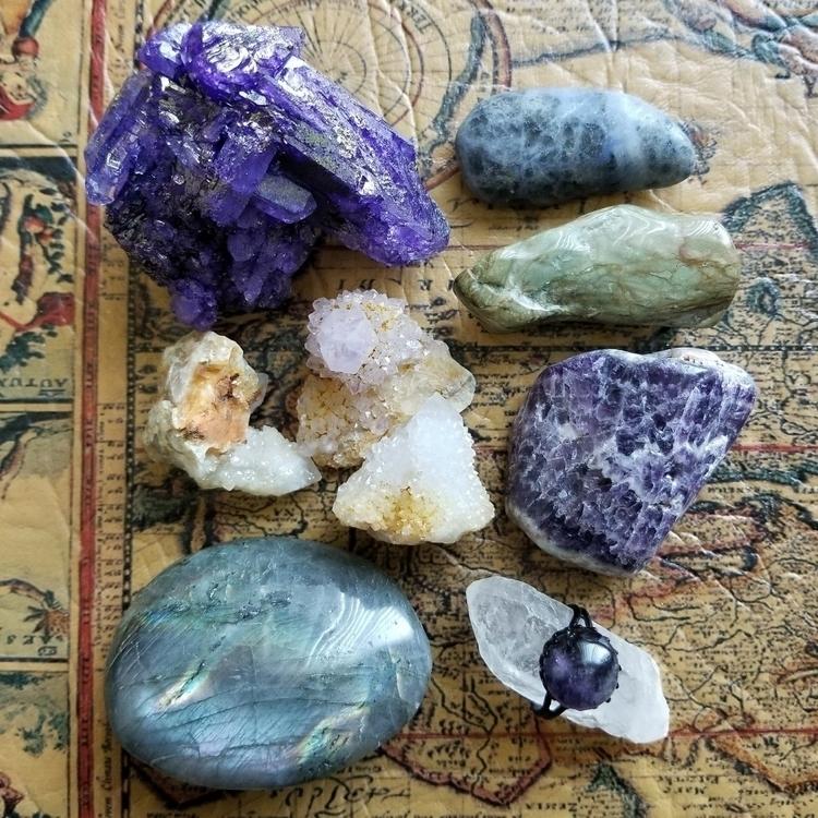 crystals, amethyst, jasper, labradorite - tiareina | ello