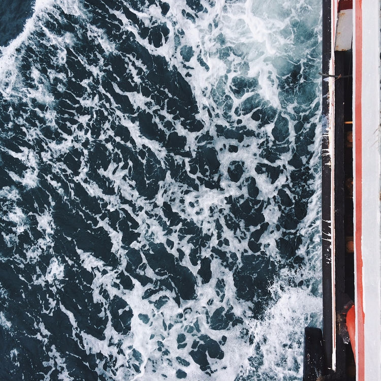 Sea Waves creepy tho. LOL - sea - keengowo | ello