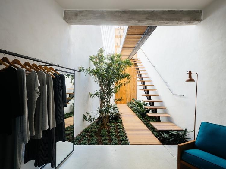 Double-height internal garden.  - upinteriors | ello