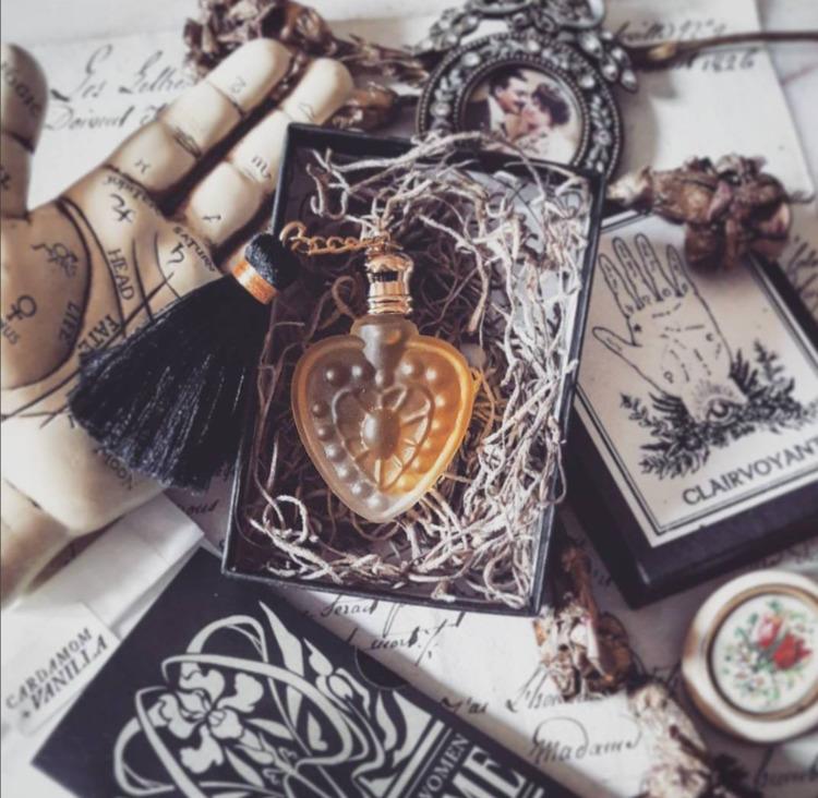 photo Clairvoyant perfume arriv - forstrangewomen | ello