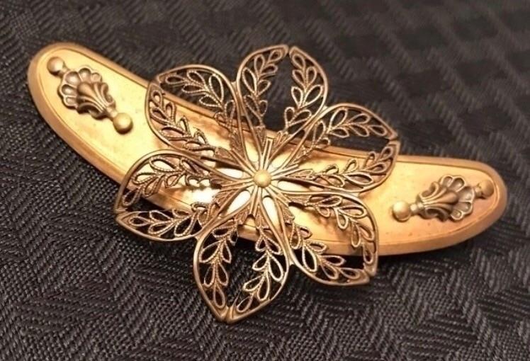 Starburst brooch. [Lilola - lilolainspired - lilolainspired | ello