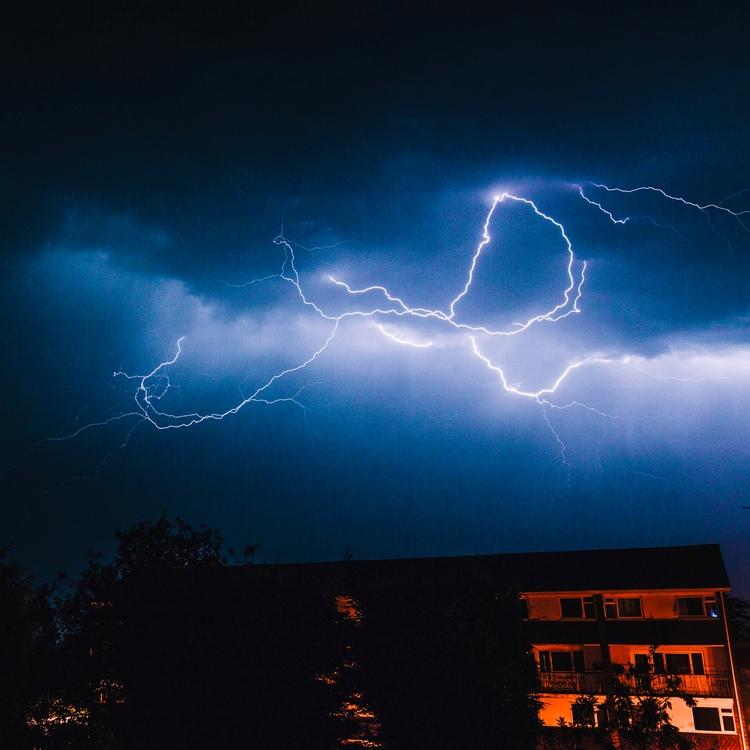 Managed grab snaps crazy storm  - domreess   ello