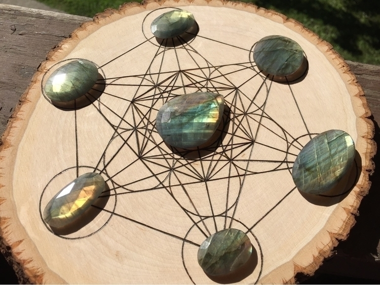 love crystal grid! perfect!  - crystals - cosmicauracrystals | ello