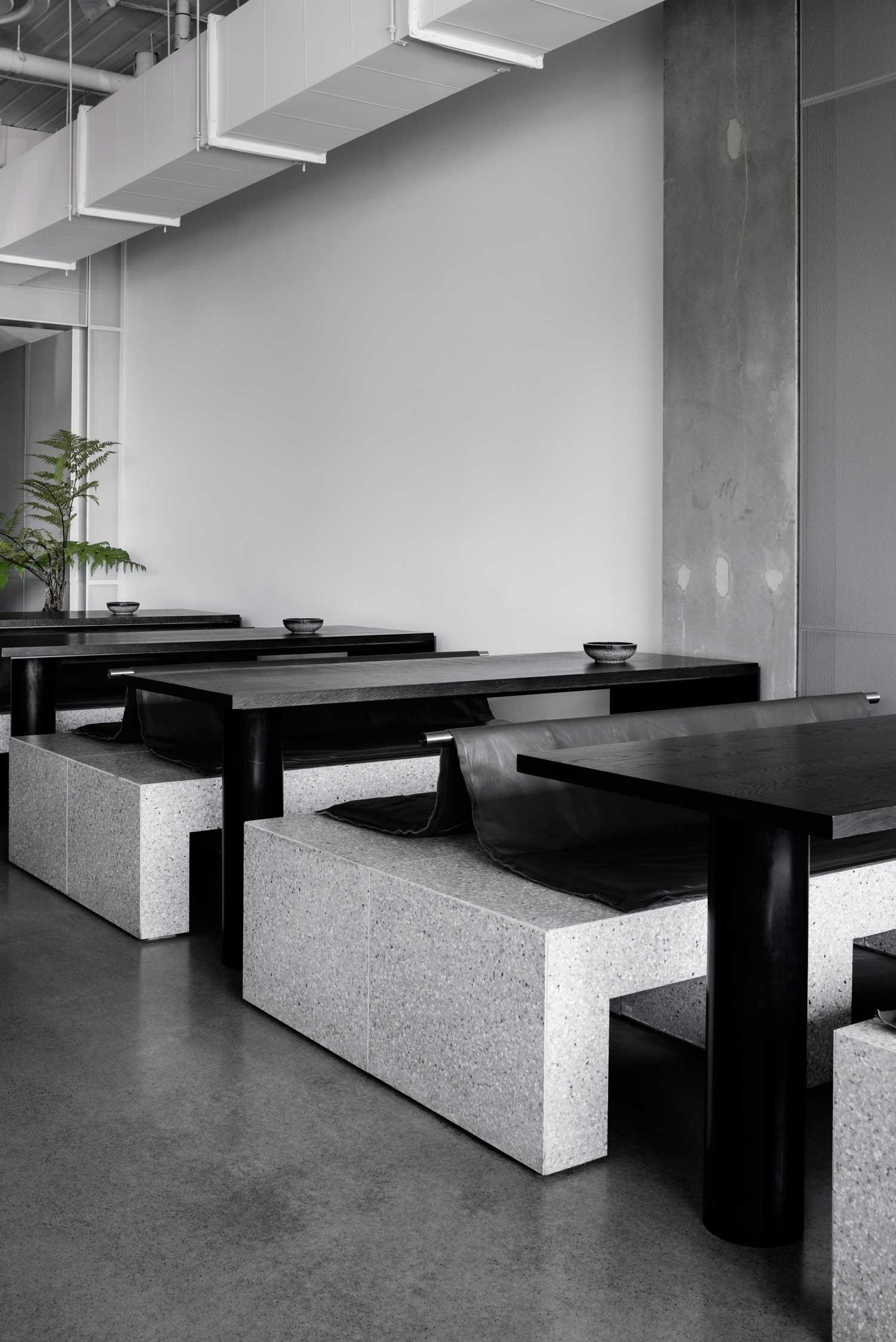 Design: Ritz Ghougassian Tom Bl - minimalist | ello