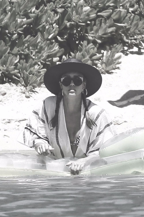 beach July 18 2017 - Celebrities - fandestargate | ello