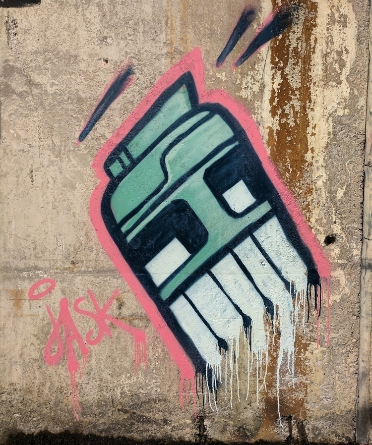 Drippy robot - streetart, Graffiti - __jask__ | ello