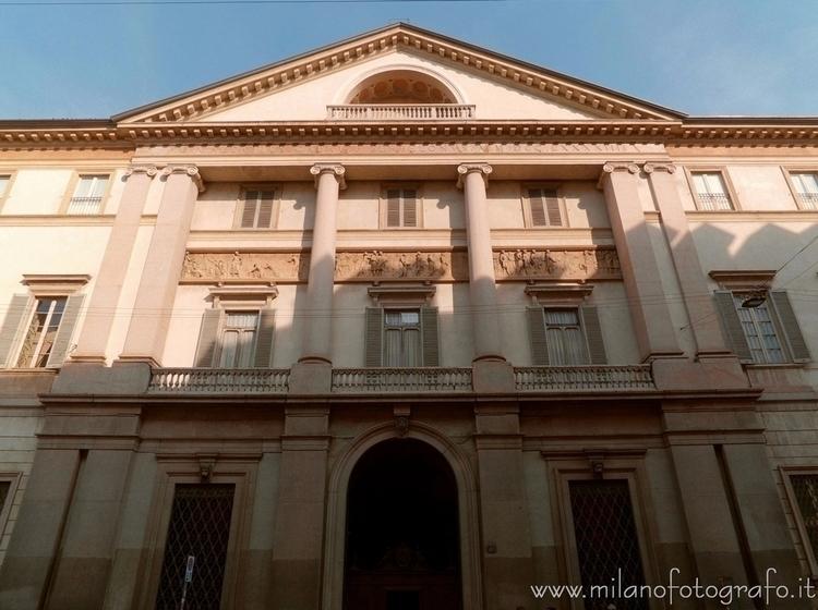 Milan (Italy): Facade Serbellon - milanofotografo | ello