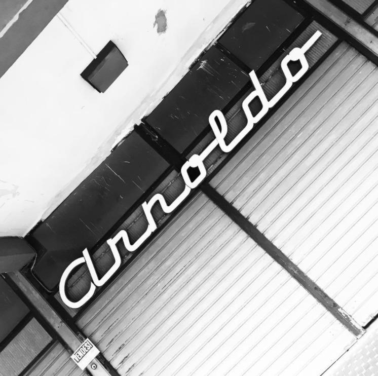 arnoldo - retro, logo - davidpraznik | ello