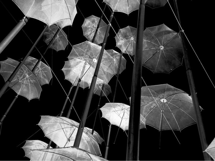 Umbrellas beach Thessaloníki - tol_gruber | ello