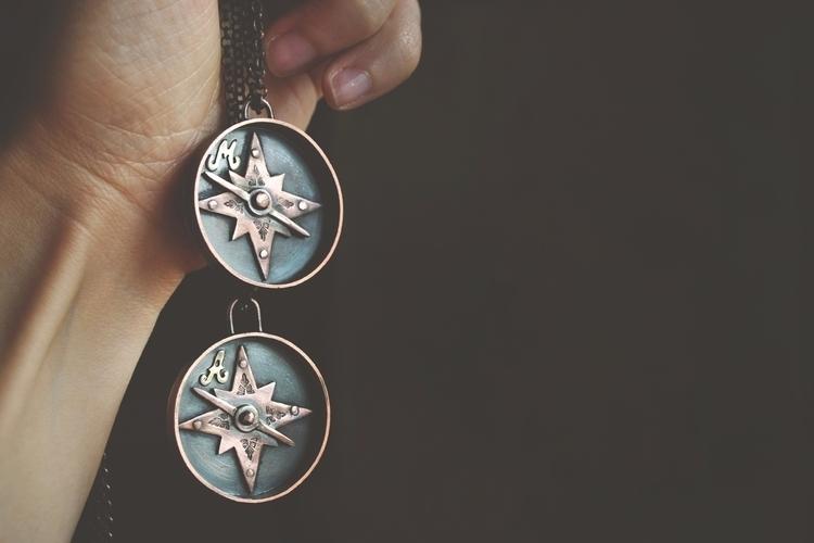 Uvek je dobro znati gde sever - ellojewelry - twistedjewelry | ello