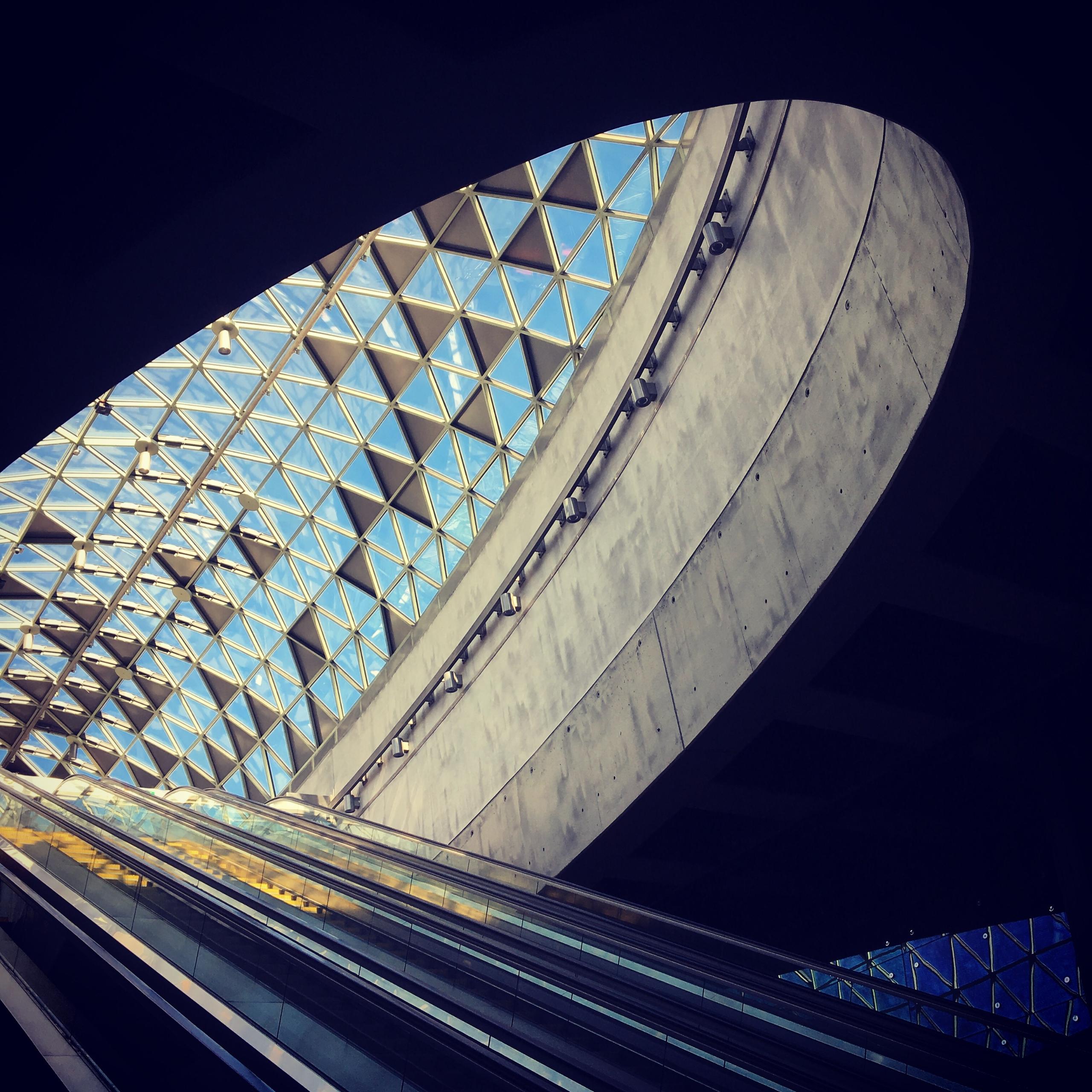 Modern architecture Budapest, B - stigergutt | ello