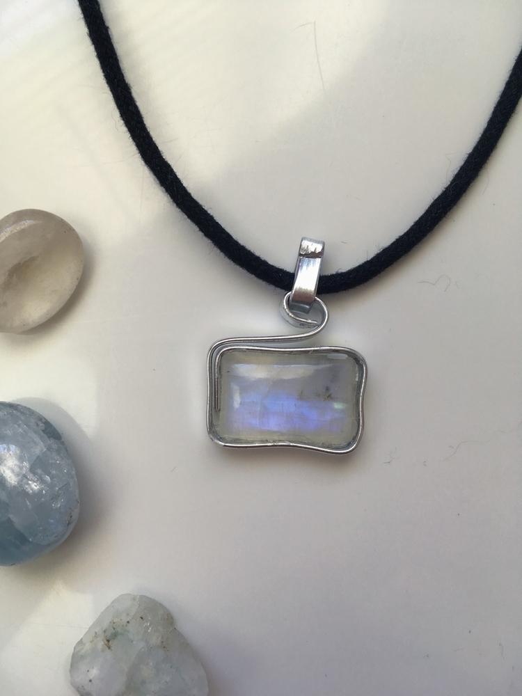 / $20 Legendary Stone, Moonston - iiindigoaura | ello