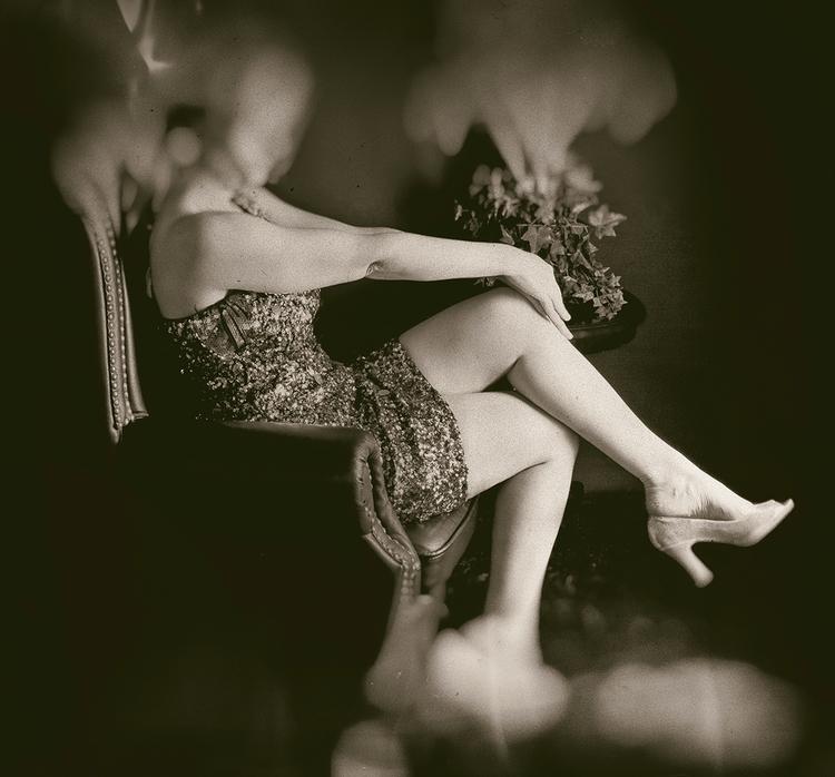 Photographer:Lora Victoria Mod - darkbeautymag   ello