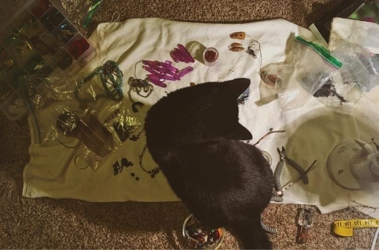 Center attention :herb:#gatos#c - sandstonecrystals | ello