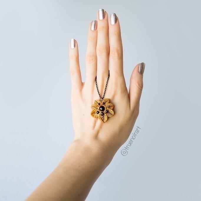 pics OOAK fantasy leaf pendant  - truenoir | ello