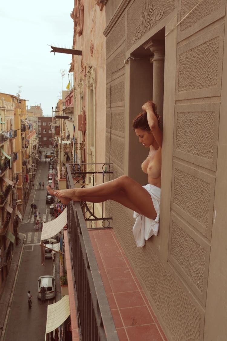 brunette, tits, balcony, nsfw - ukimalefu | ello