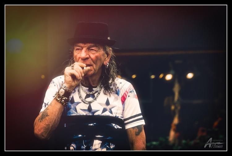 rock star, weed smoker - artmen | ello