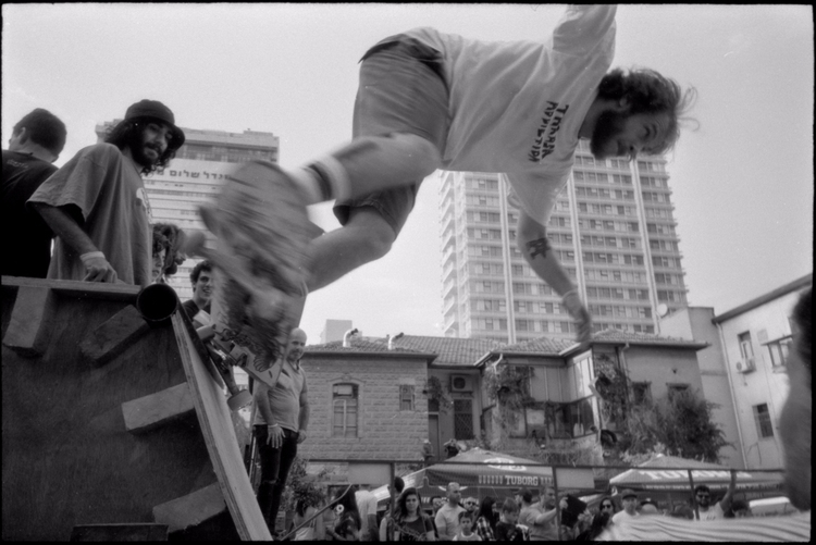 street action skateboardists ev - victorbezrukov | ello
