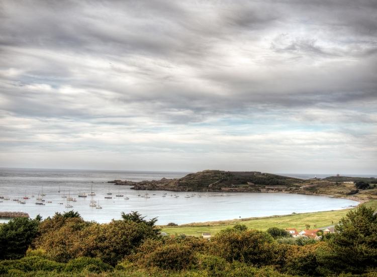 Braye, Alderney - Braye Bay Cav - neilhoward | ello