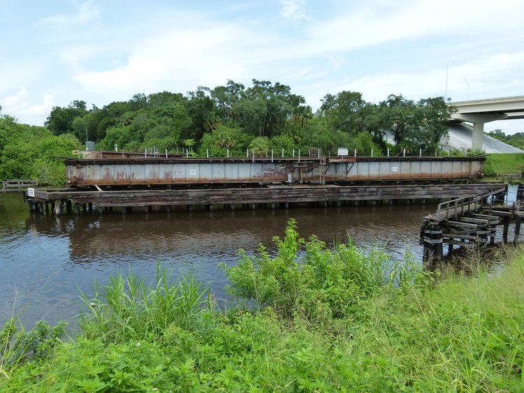CSX Railroad Swing Bridge cross - ellobridges | ello