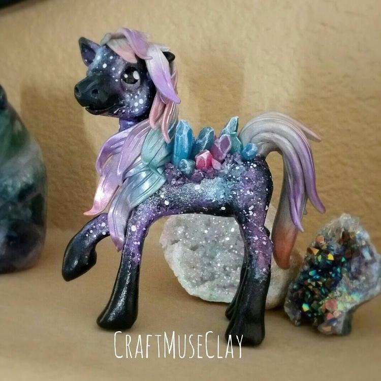 hang making standing ponies, Ga - craftmuseclay | ello