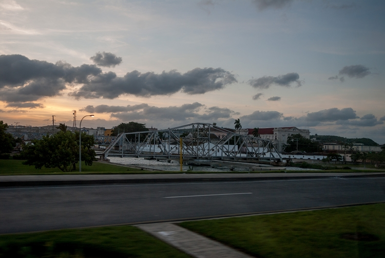 burning light turnable bridge - Cuba - christofkessemeier   ello