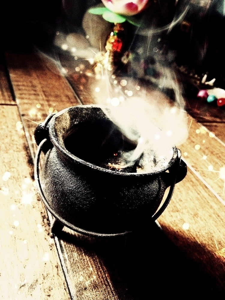 Cauldron Mini kind spellwork .  - thewitch | ello