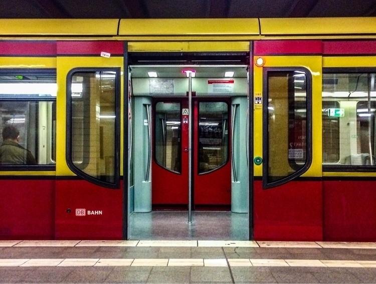 Berlin - berlin, germany, streetphotography - mooji | ello