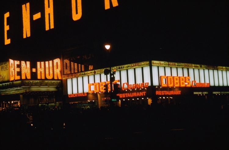 Photo - Times Square, York. Oct - marksusina | ello
