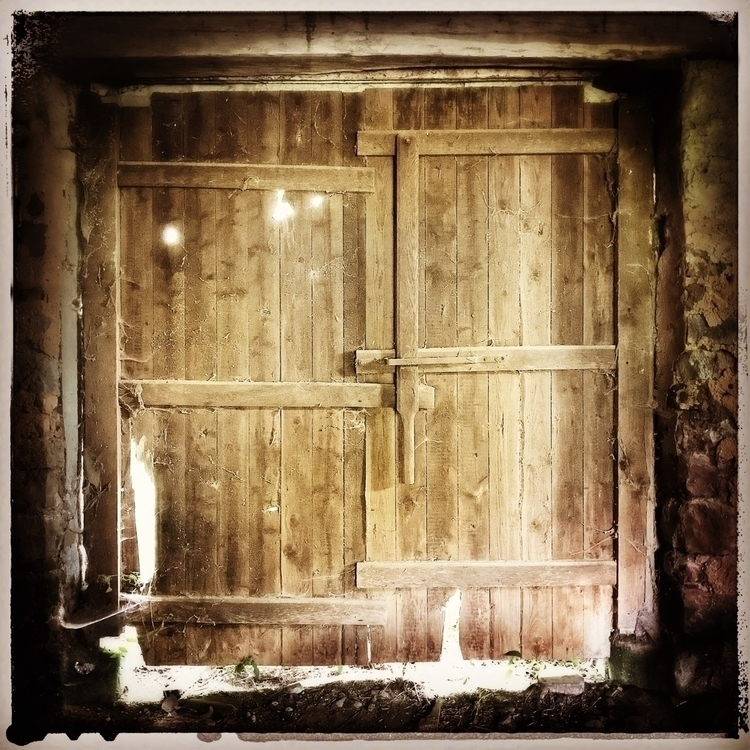 door'swidelyshut, oldbarn, farm - willkreutz | ello