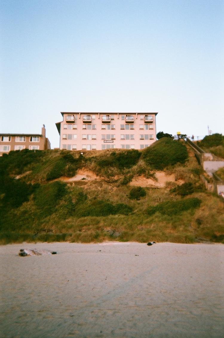 seahorse motel. lincoln city or - unhannahm | ello