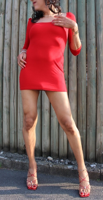 Outdoors red - transvestite, travesti - jennyfein | ello