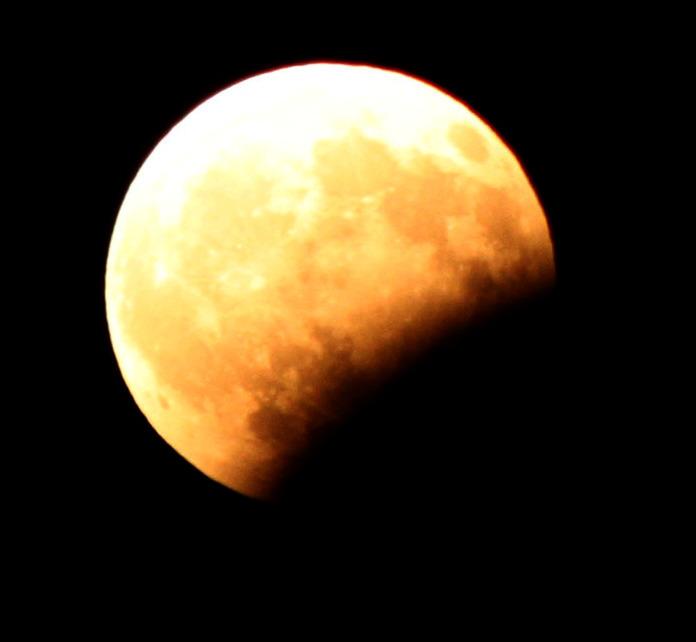 Partial Lunar Eclipse, Athens G - contaxis | ello