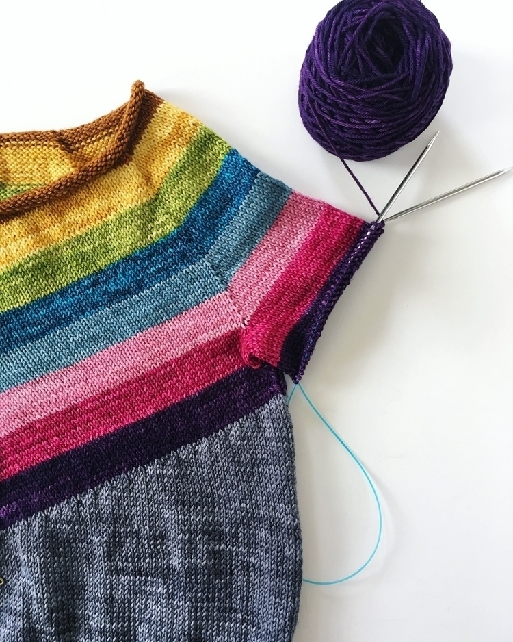 Sleeve knitting action - knitlife - misocraftyknits | ello