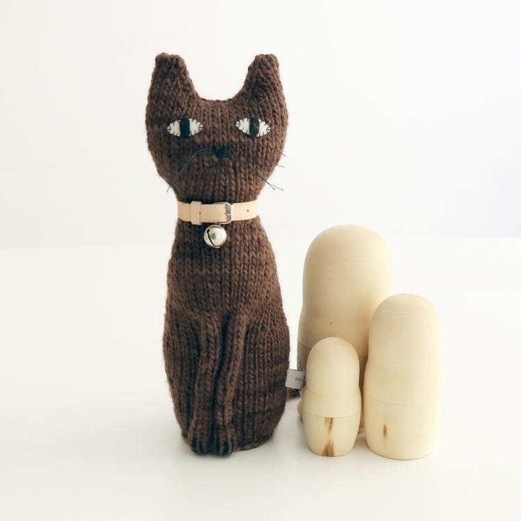 Luke, chocolate brown cat hand  - severinakids | ello