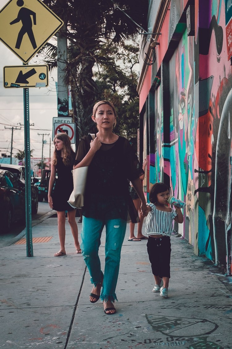 street, streetphotography, parenthood - celgarcia | ello