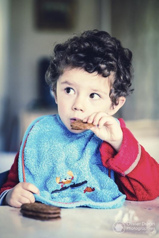 Le jeune Alexandre préparant sa - olivier_drean | ello