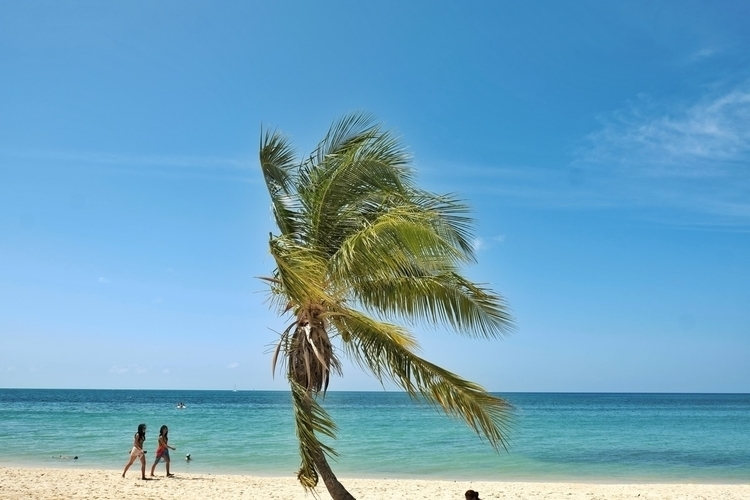 Playa ancon bei trinidad - weltfarben | ello