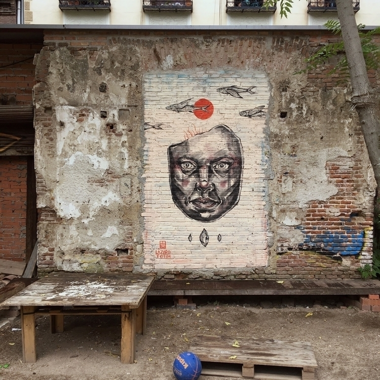 Muros miran (por - Madrid, Lavapies - antoniofse | ello