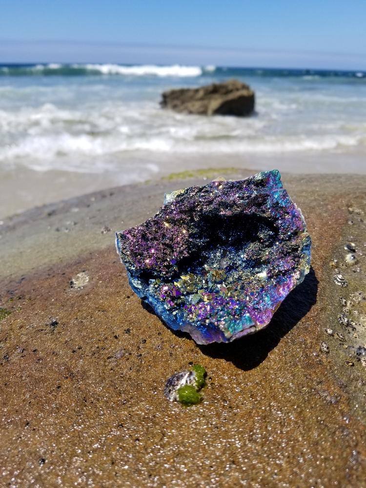 Stunning rainbow aura quartz - rainbowaura - mineralgoddess | ello