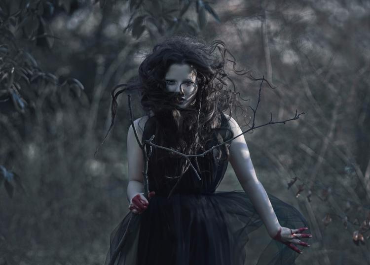 Photographer:Photobscure Styli - darkbeautymag | ello