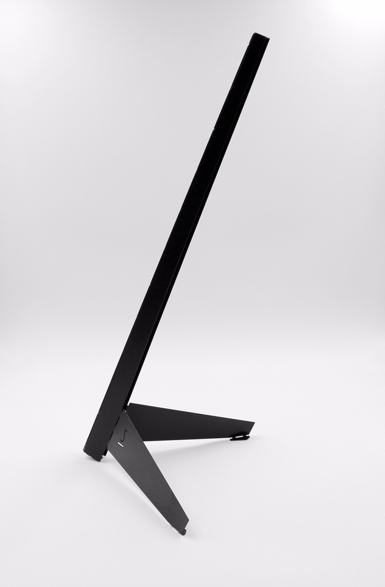 Leicht - LED desk light - minimalist - charbel_jreijiri | ello