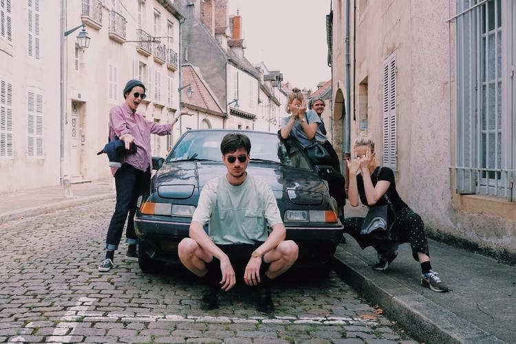 Crew - thalebe | ello