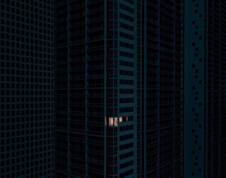 Loneliness Large Metropoles Ari - photogrist   ello